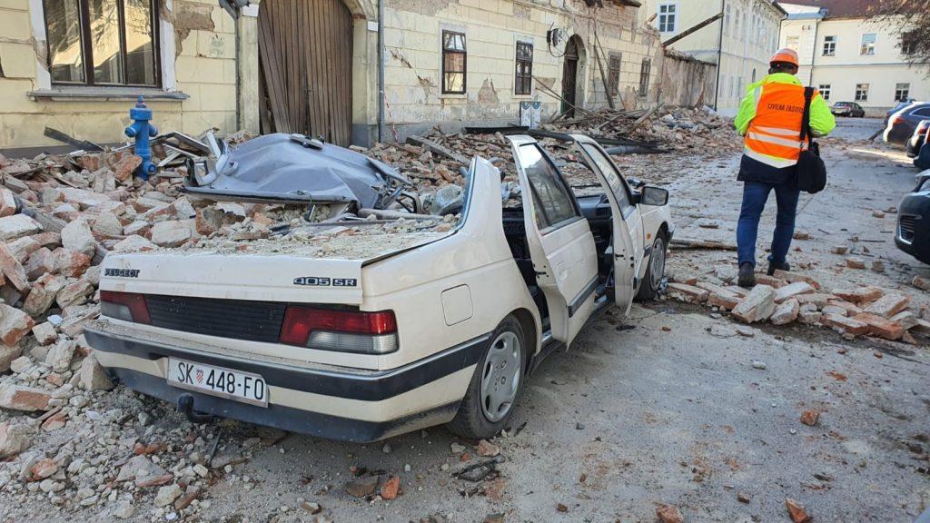 Σεισμός μεγέθους 6,4 βαθμών σημειώθηκε κοντά στο Ζάγκρεμπ στην Κροατία.