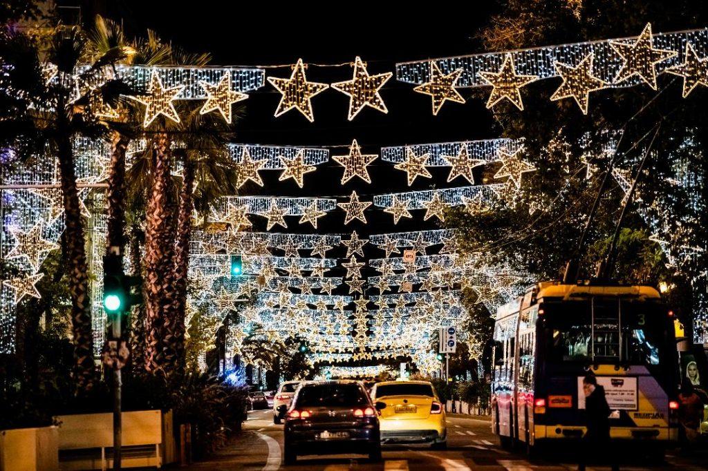 Η στολισμένη Αθήνα στο κέντρο και τις γειτονιές της (φωτο)