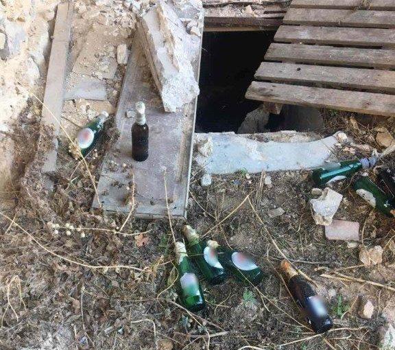 Εξάρχεια: Εντοπίστηκαν βόμβες μολότοφ σε εγκαταλελειμμένο κτίριο