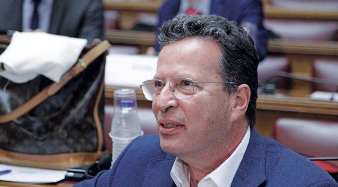 """Ο Κύρτσος προτείνει """"σκληρή"""" καραντίνα διάρκειας 4 εβδομάδων"""