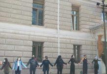 Συμβολική περικύκλωση του Εθνικού θέατρου από ομάδες καλλιτεχνών